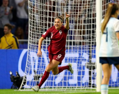 Jodie Taylor breaks scoring drought to lead England to knockout stage